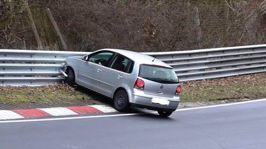 Volkswagen Polo Nürburgring'de kendi kendine kaza yaptı