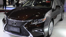 Makyajlı Lexus ES