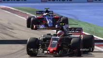 Kevin Magnussen, Haas F1 Team VF-17, Carlos Sainz Jr., Scuderia Toro Rosso STR12