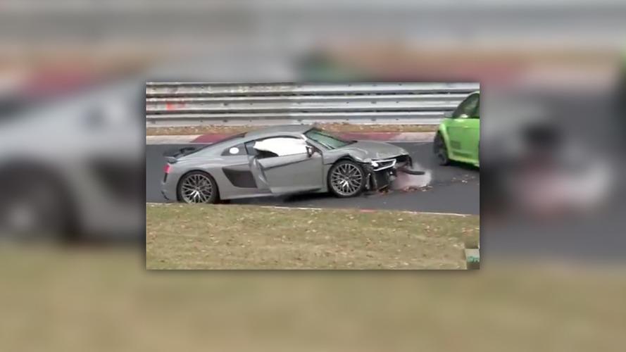Audi R8, Nürburgring'de bariyerlere çarpıyor