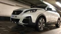 Peugeot 3008 SUV Christmas Shopping