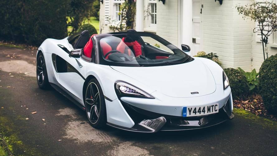 Descubre un inusual McLaren 570S Spider, vestido en blanco Muriwai