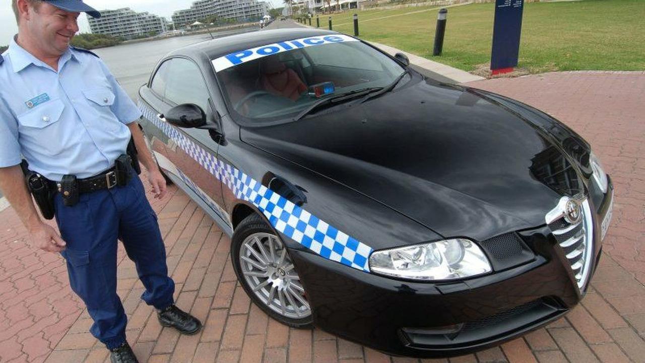 Alfa Romeo GT Joins Police (AU)