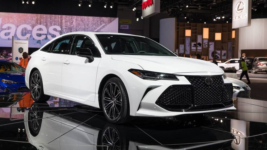 2019 Toyota Avalon Is More Efficient, Packs More Technology