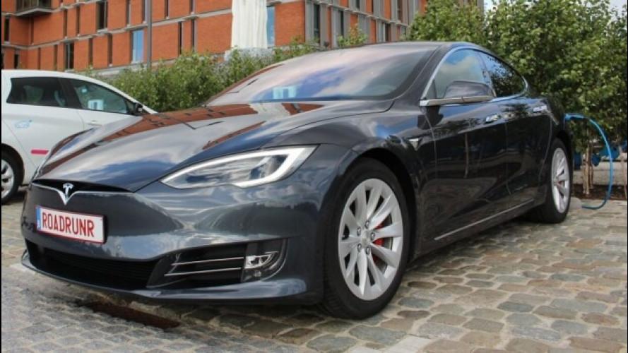 Tesla Model S da record: oltre 900 km con una sola ricarica