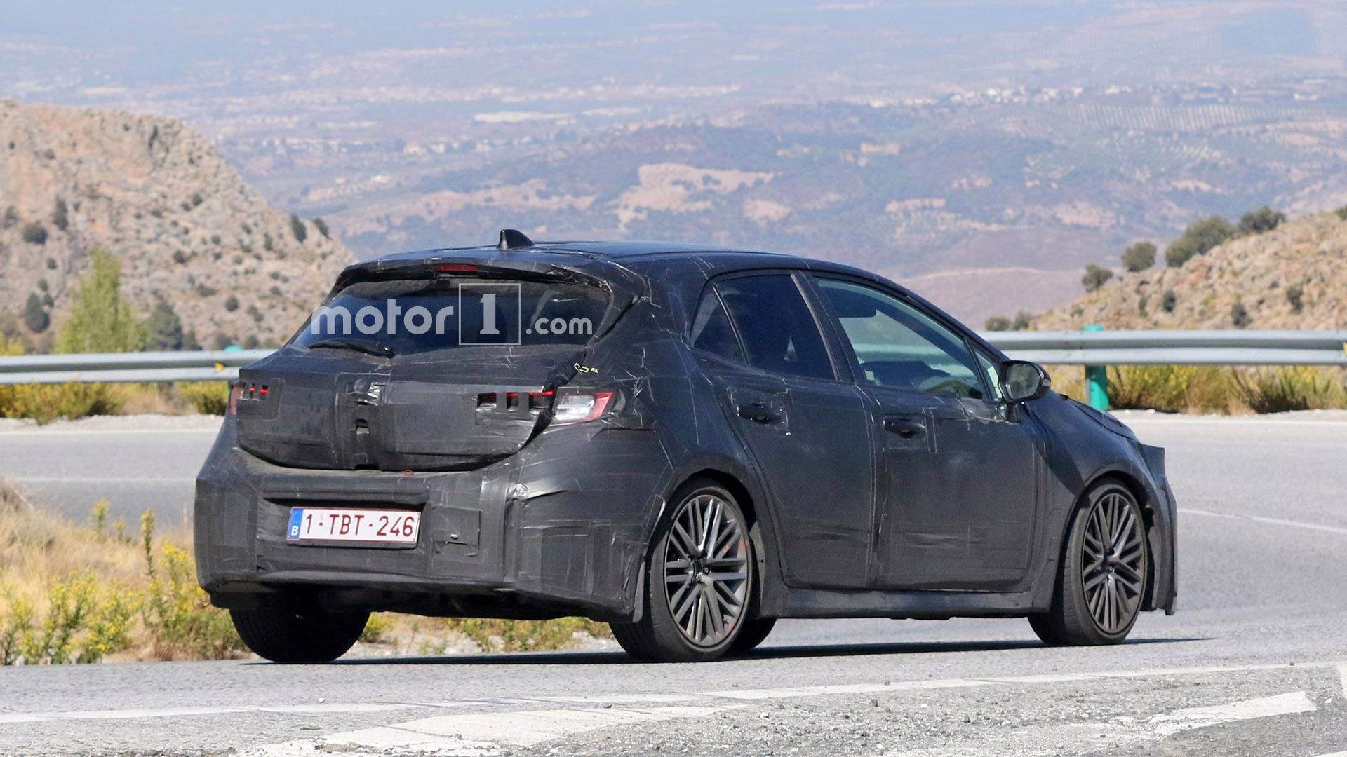 toyota-aur​is-corolla​-spy-shots