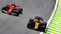 Nico Hulkenberg, Renault Sport F1 Team RS17, Sebastian Vettel, Ferrari SF70H