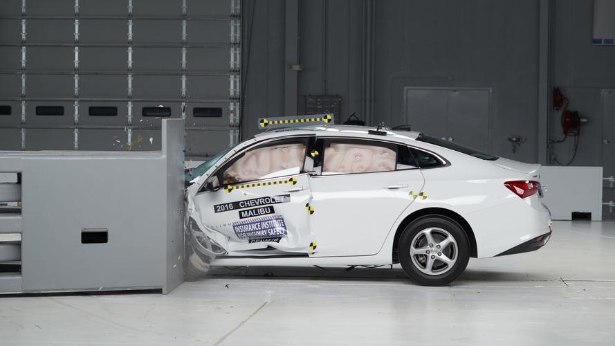 2016 Chevrolet Malibu IIHS Crash Test