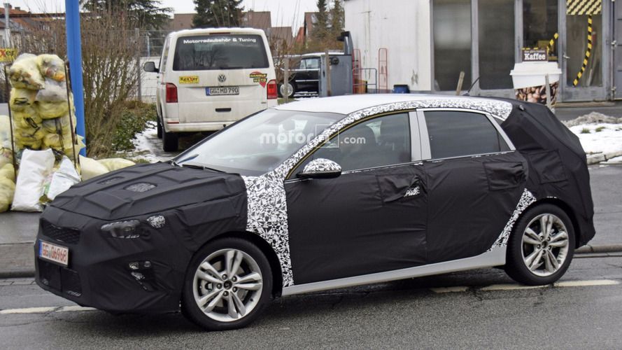 2018 Kia cee'd spied inside and out