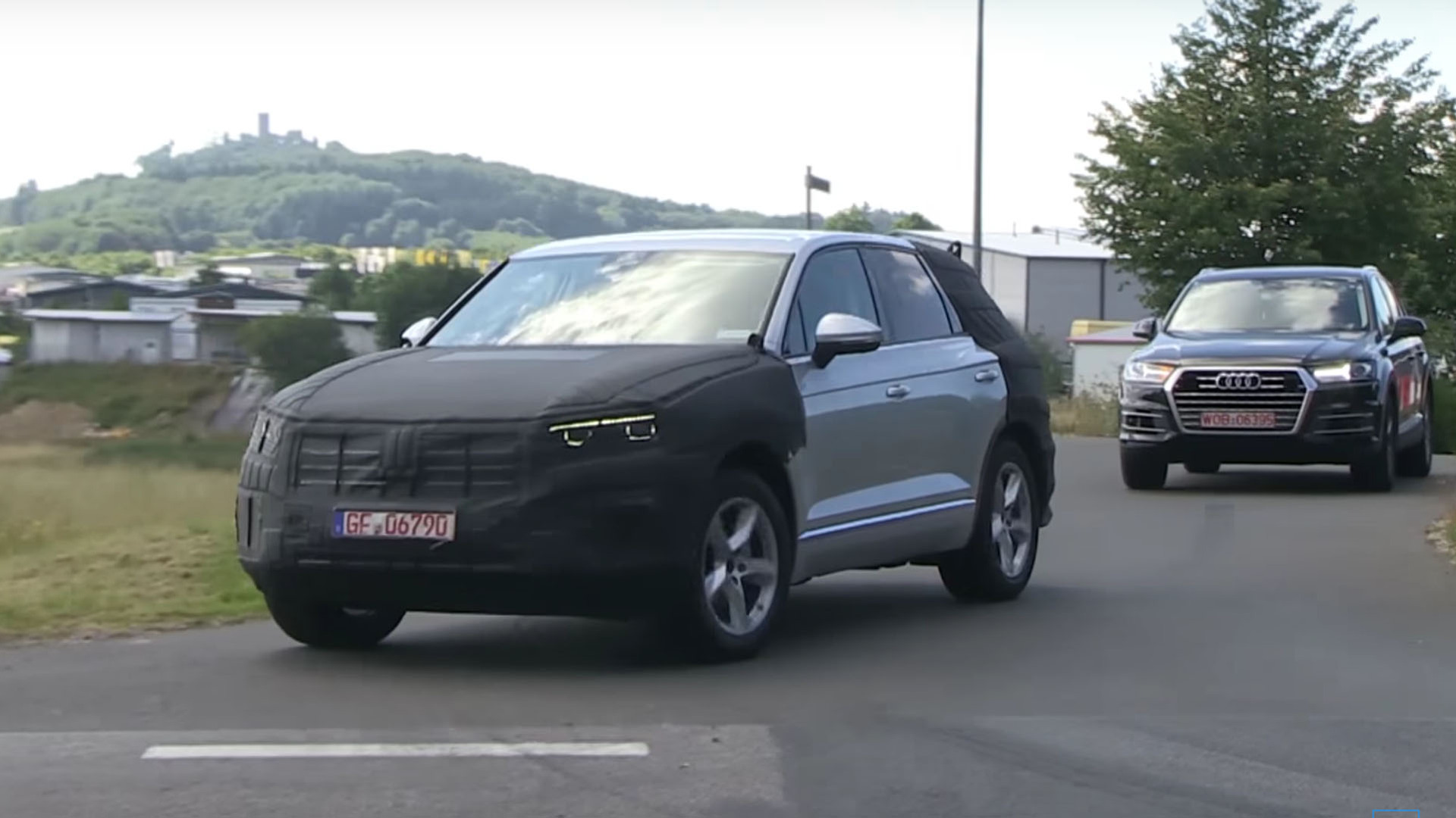 2018 volkswagen touareg shows its chiseled looks on video. Black Bedroom Furniture Sets. Home Design Ideas