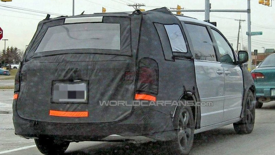 VW Routan Spy Photos