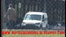 Flagras: Fiat Dobló ganhará reestilização visual no Brasil e nova geração na Europa