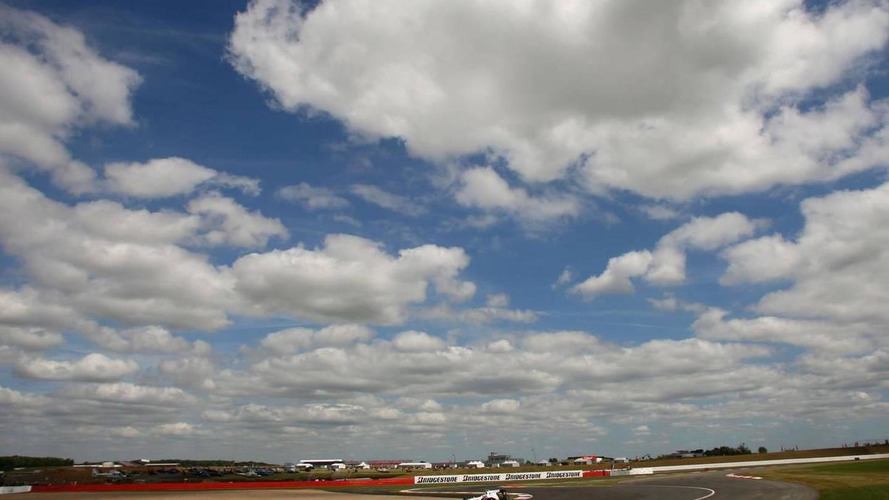 Morning drizzle but dry British GP expected