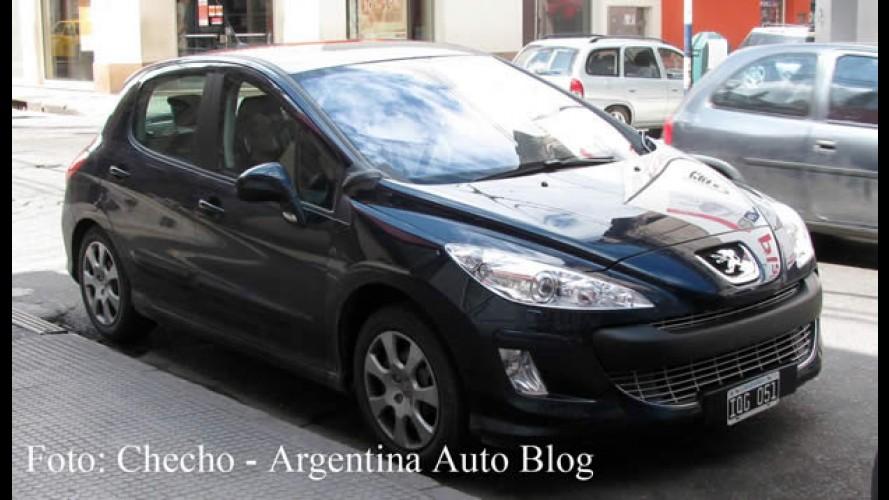 Novo Peugeot 308 hatch é flagrado em testes na Argentina - Modelo chega ano que vem