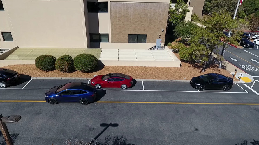 Watch Tesla demonstrate its full-on autonomous driving hardware