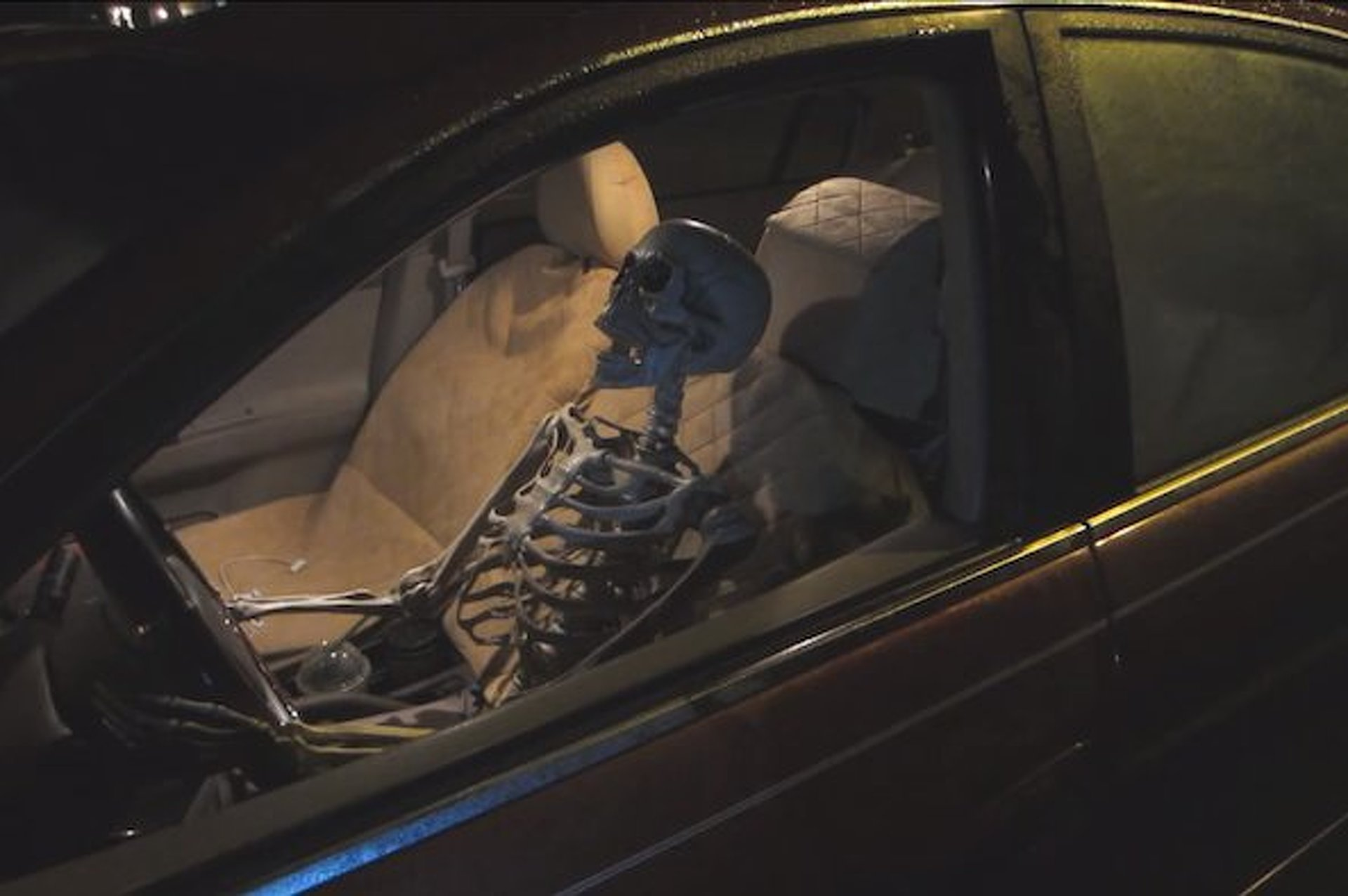Drive-Thru Skeleton Prank Scares Bejesus Out of Fast Food Workers [video]