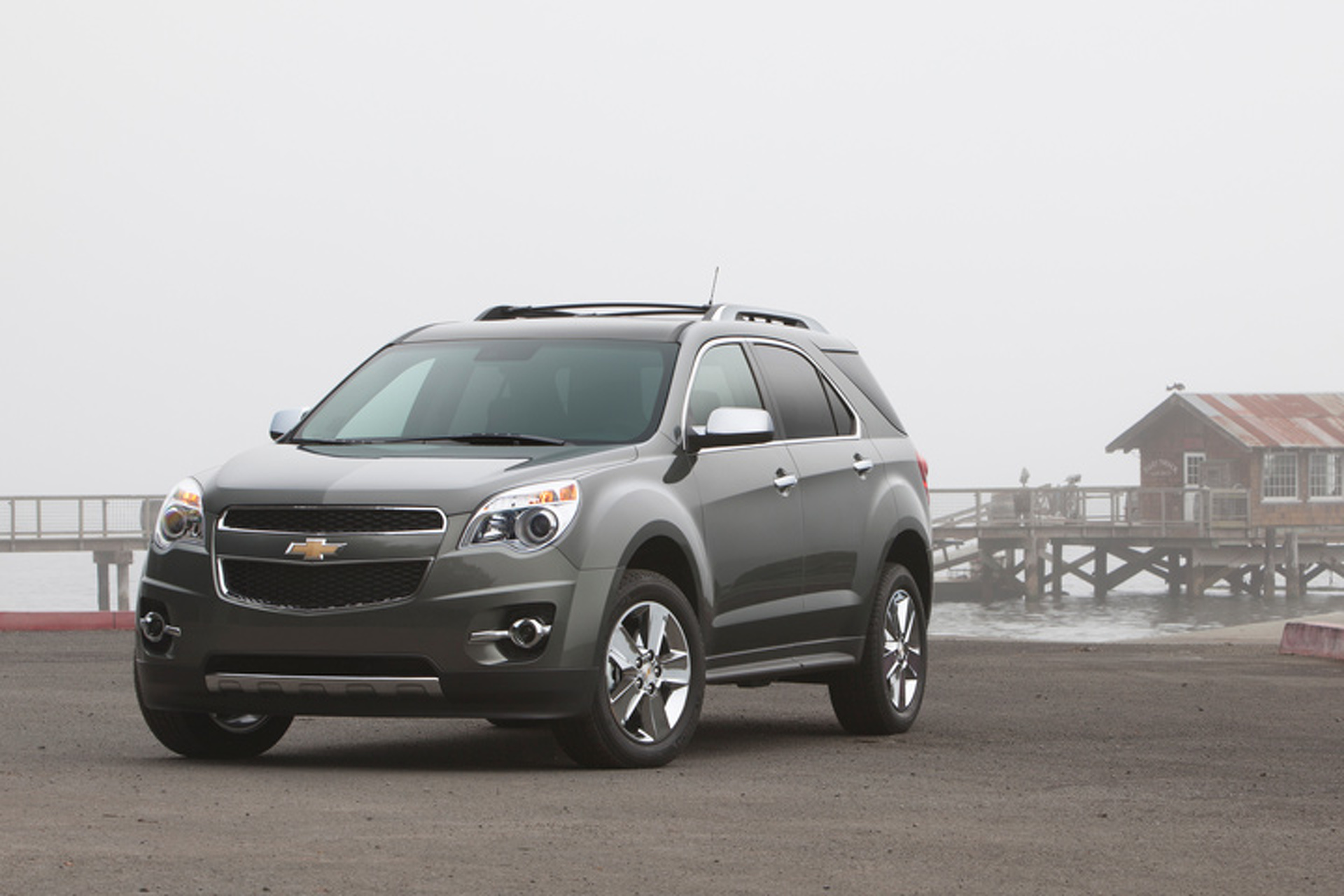crossover ltz gallery quarter between photo chevrolet equinox traverse front three for planning news