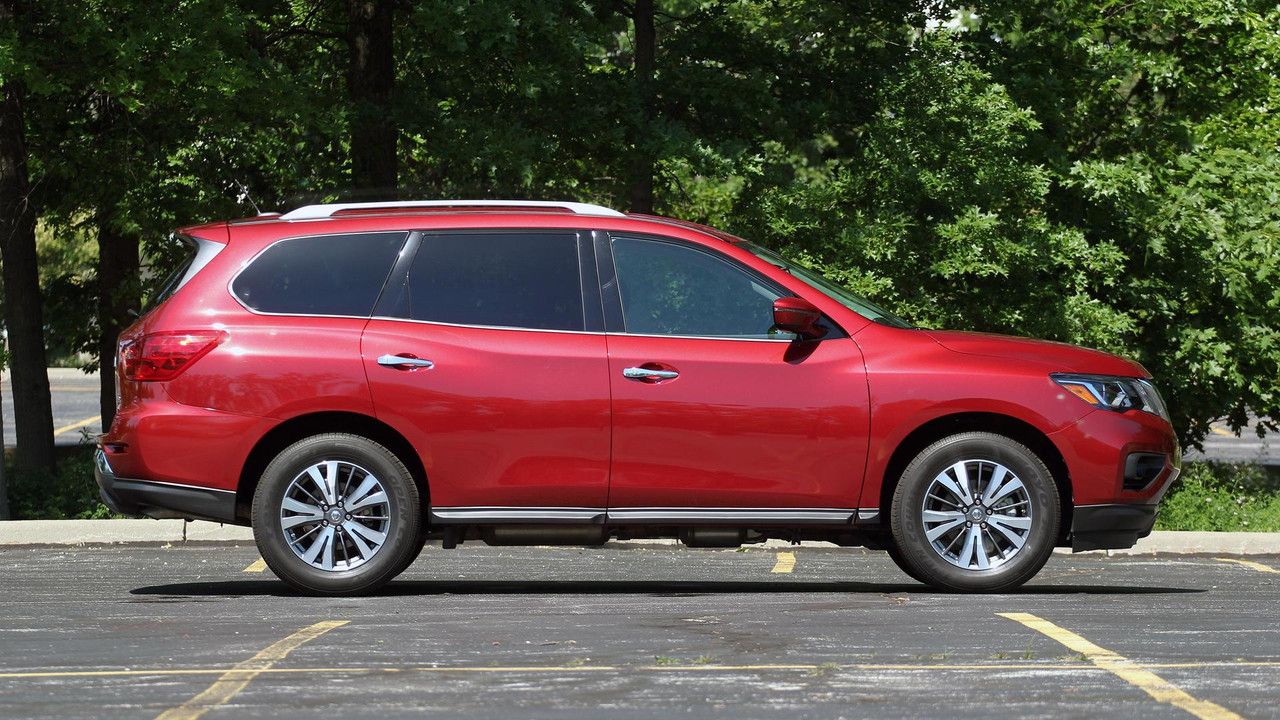 2017 nissan pathfinder review keeping pace with maturing competition. Black Bedroom Furniture Sets. Home Design Ideas