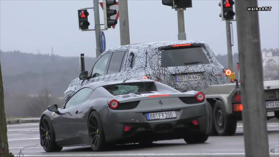 New Mercedes GLS Spotted At Red Light Next To Ferrari 458 Spider