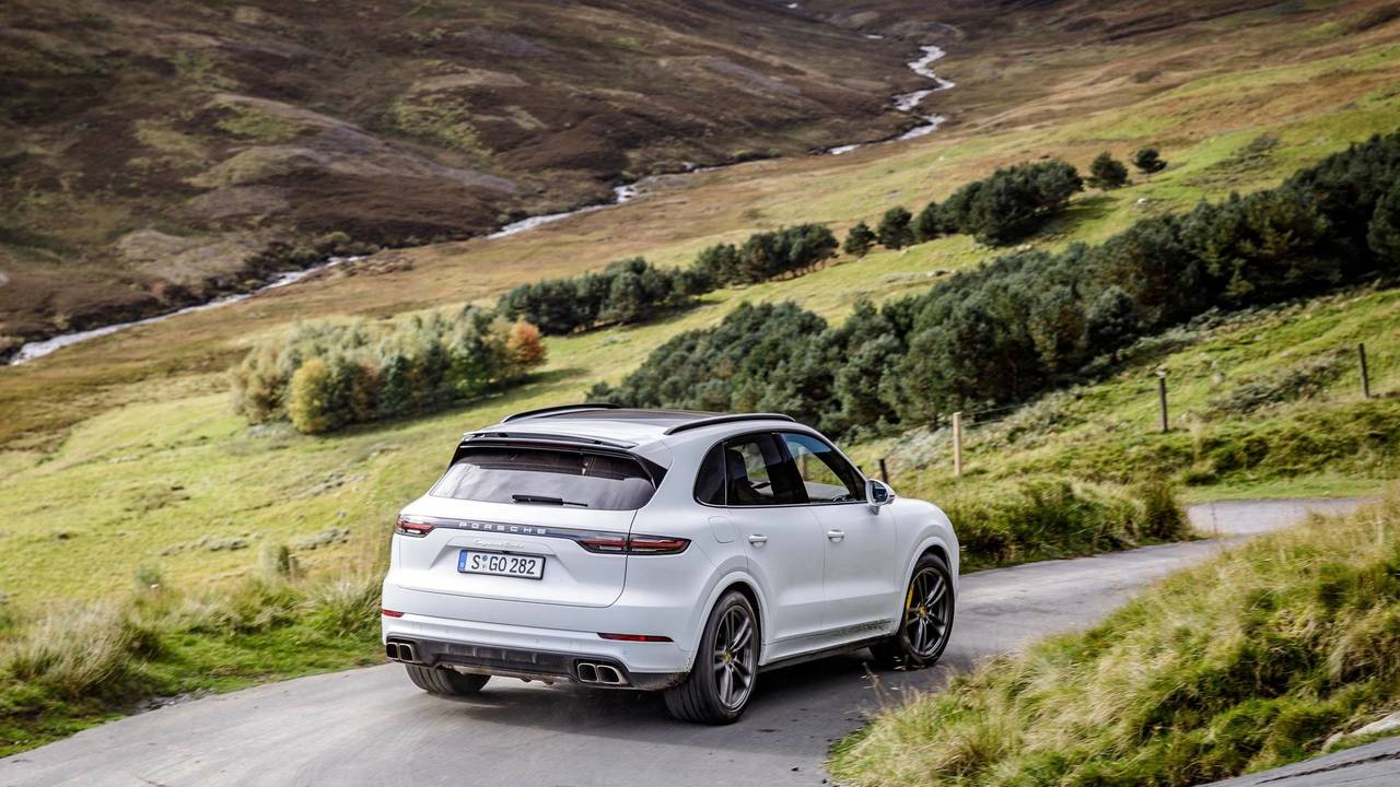 2017 porsche cayenne turbo first drive predictably brilliant. Black Bedroom Furniture Sets. Home Design Ideas