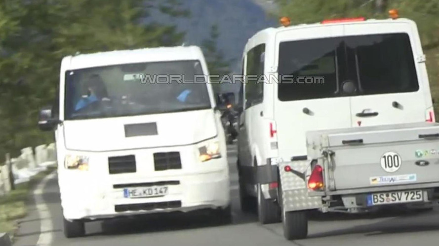 Next-gen VW Crafter loses side mirror after colliding with another prototype [spy video]