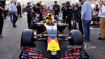 Daniel Ricciardo, Red Bull Racing RB12 ile gridde