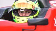 Mick Schumacher au volant de la Benetton de son père