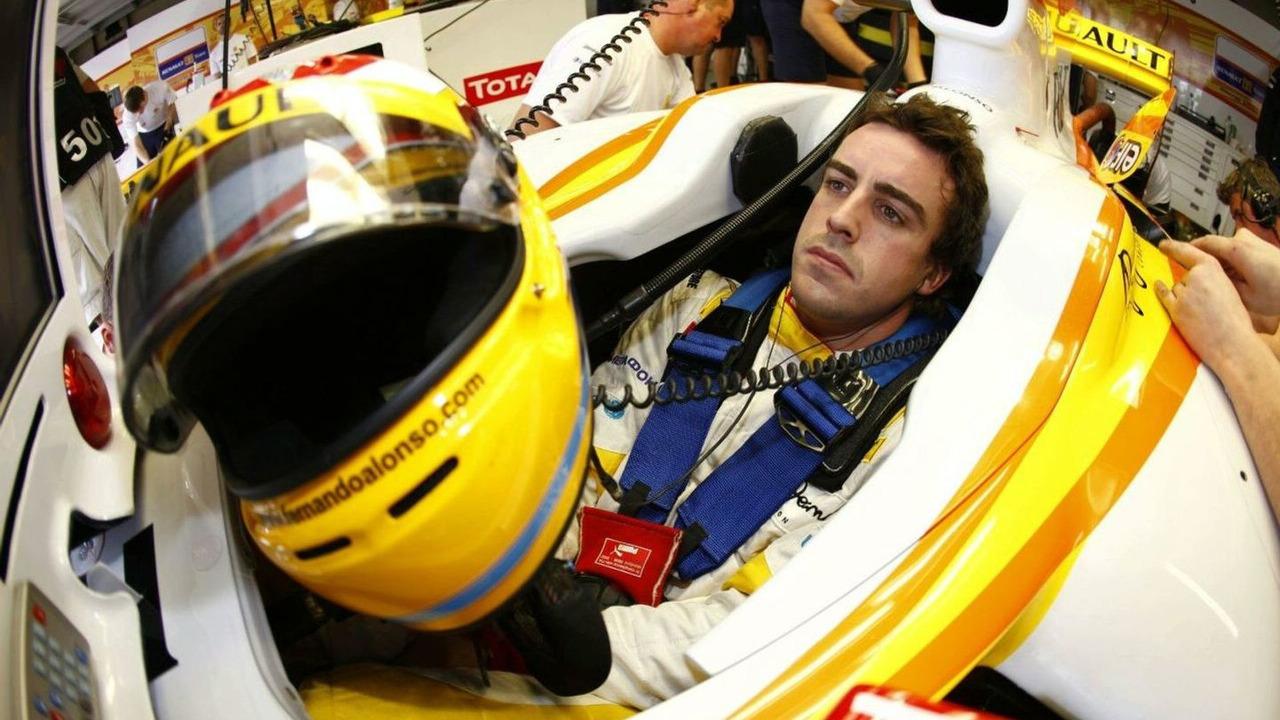 Fernando Alonso (ESP), Renault F1 Team, Brazilian Grand Prix, Friday Practice, Sao Paulo, Brazil, 16.10.2009