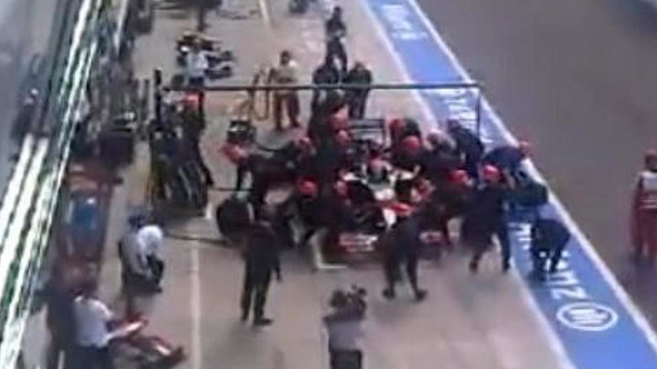 HRT mechanic knocked down during Sakon Yamamoto pit stop, 600, 15.09.2010