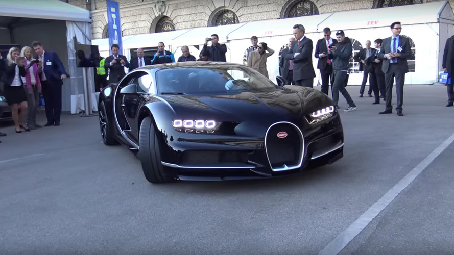 Bugatti Chiron unloads and revs loud