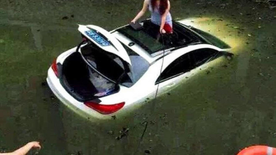 Mercedes-Benz CLA ends up in a canal, driver escapes through sunroof