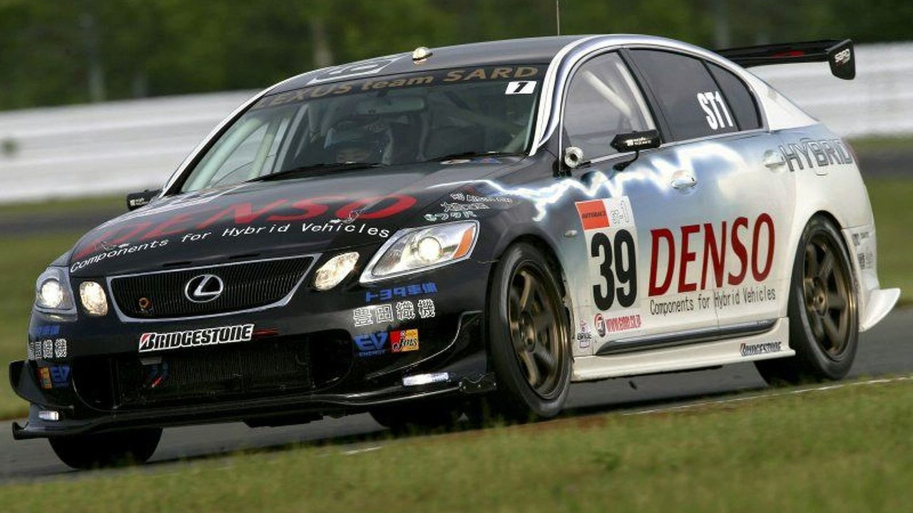 Lexus GS450h Racing Debut in Japan
