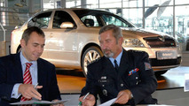 Skoda hands over Octavia RS to Czech police in 2006