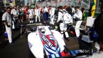 Felipe Massa, Williams FW38, arrives on the grid