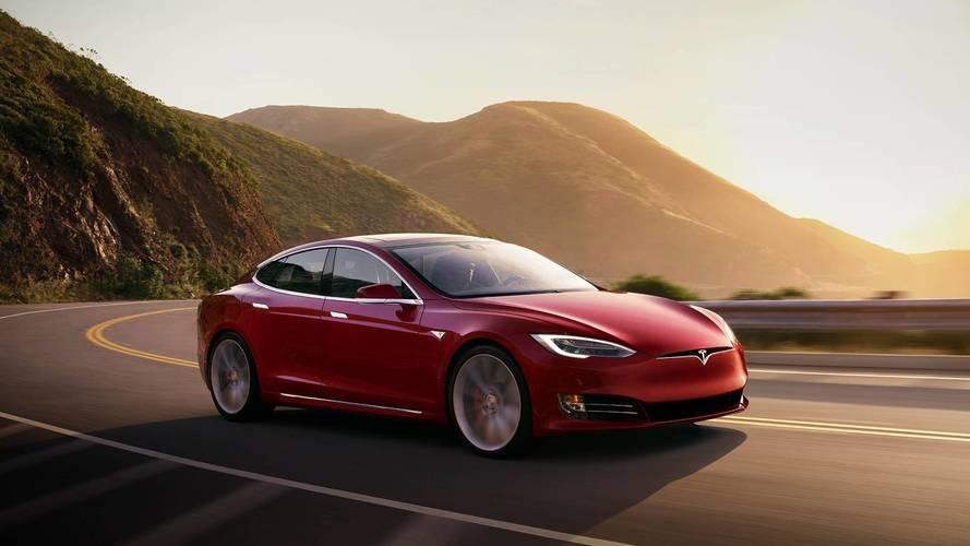 Tesla Model S, Avrupa'da lüks otomobillerden daha fazla satıyor