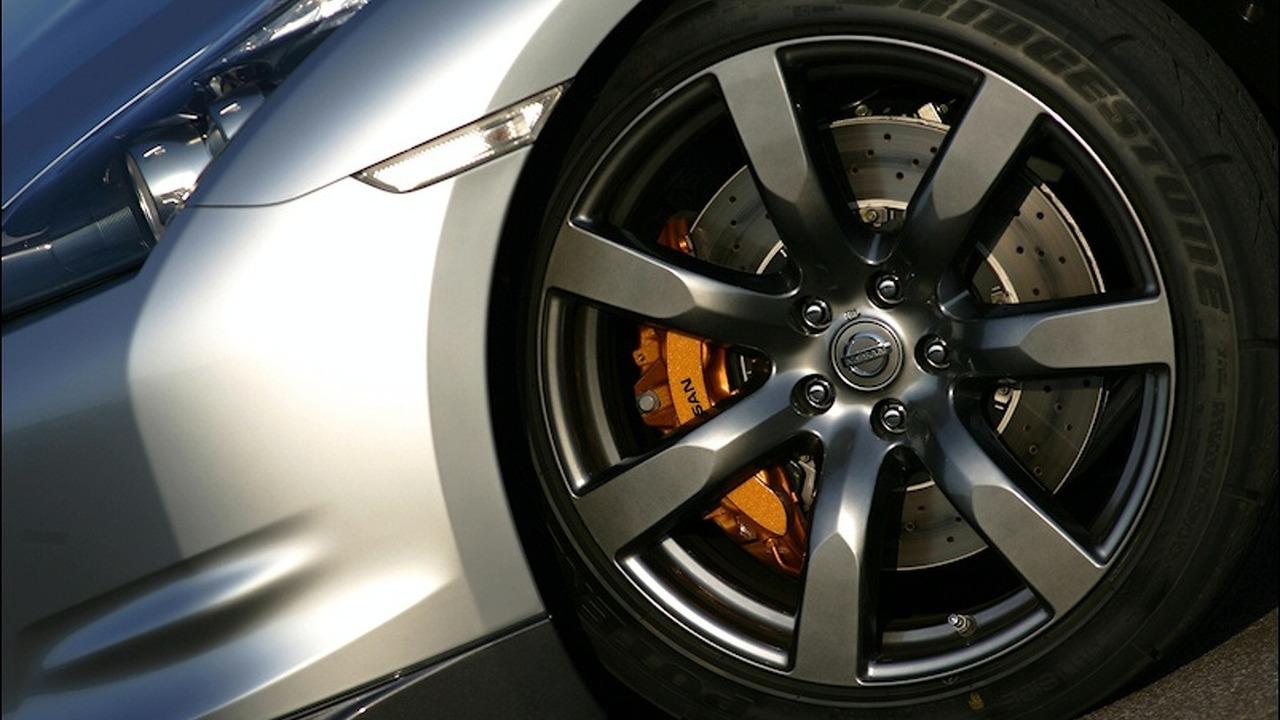 Nissan GT-R 2009 MY - Nissan branded caliper