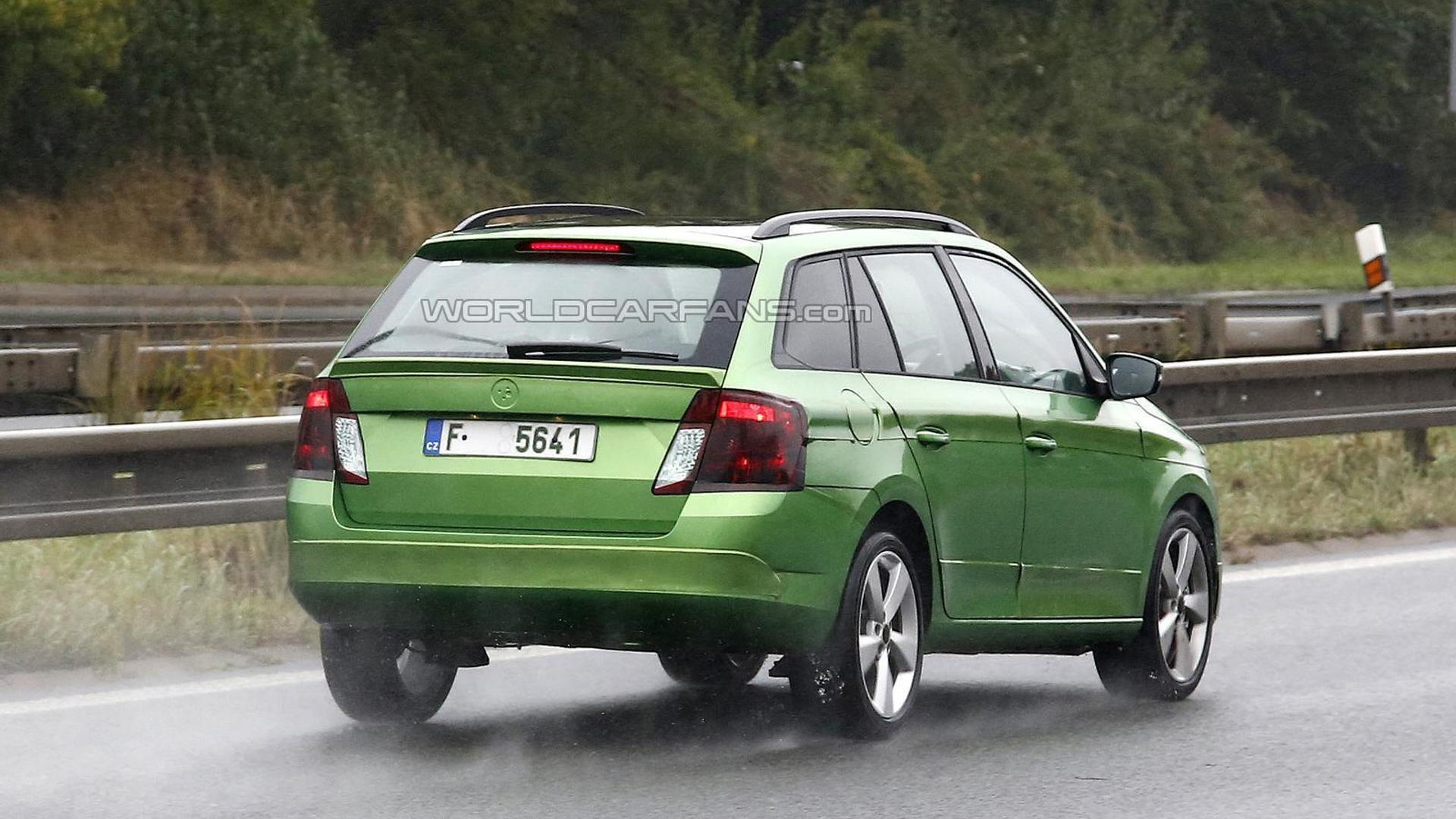 Новый универсал Skoda Fabia Combi на дорожных испытаниях