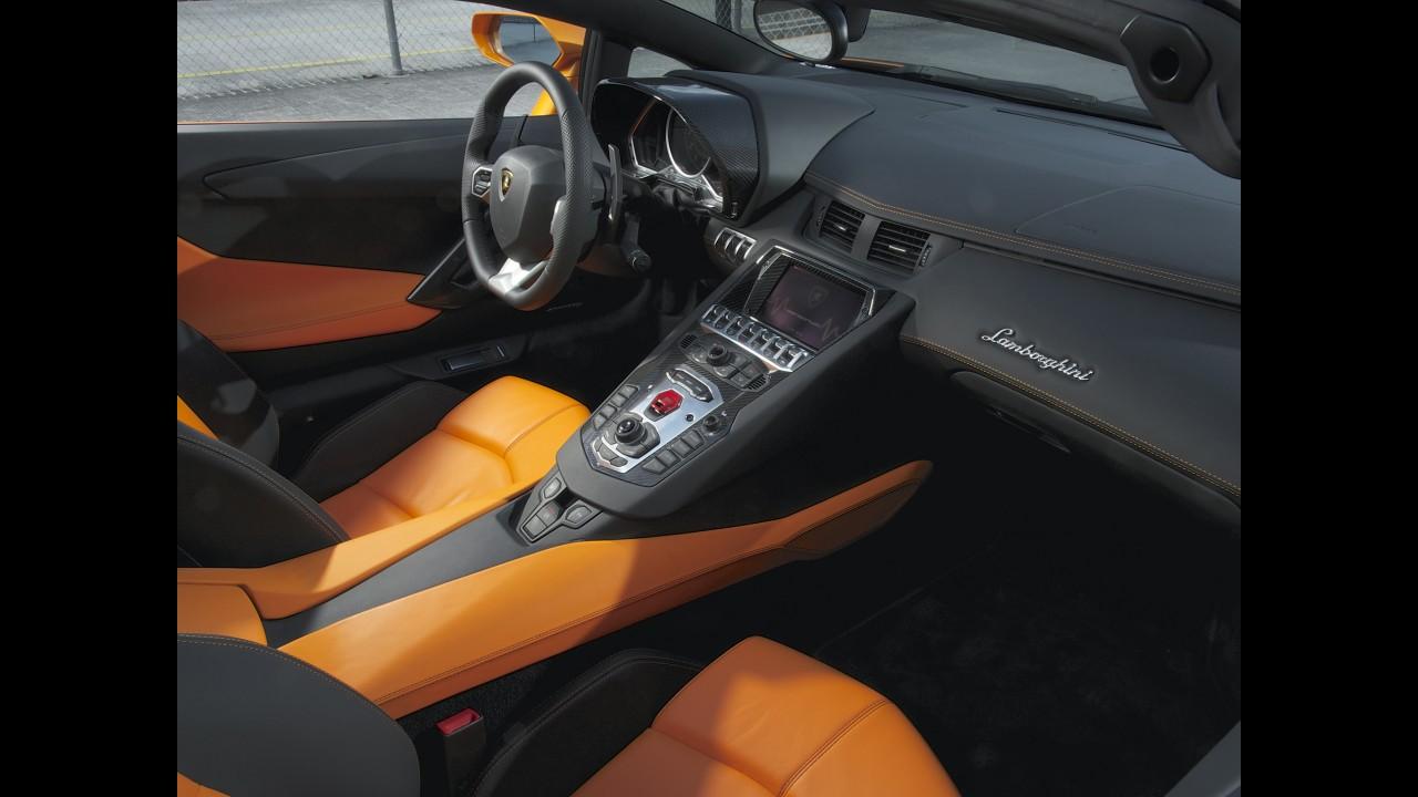 Lamborghini Aventador Roadster chega ao Brasil em junho