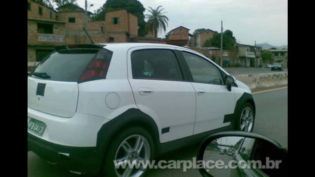 Leitor flagra Novo Fiat Punto T-Jet rodando com disfarces em Minas Gerais
