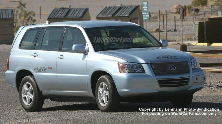Toyota FCHV Spy Photos