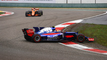 f1-chinese-gp-2017-carlos-sainz-jr-scuderia-toro-rosso-str12-spins-at-the-start-ahead-of-f
