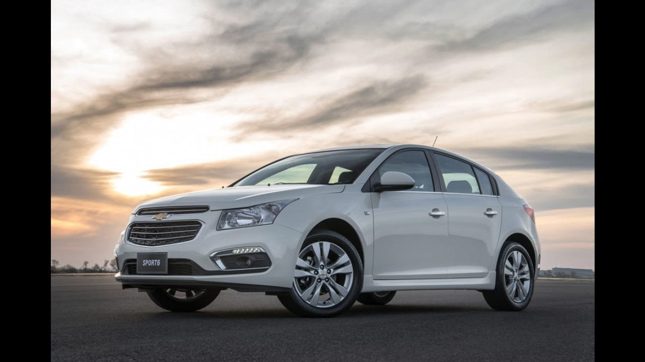 Hatches médios: Cruze encosta no líder Focus e 308 desaba
