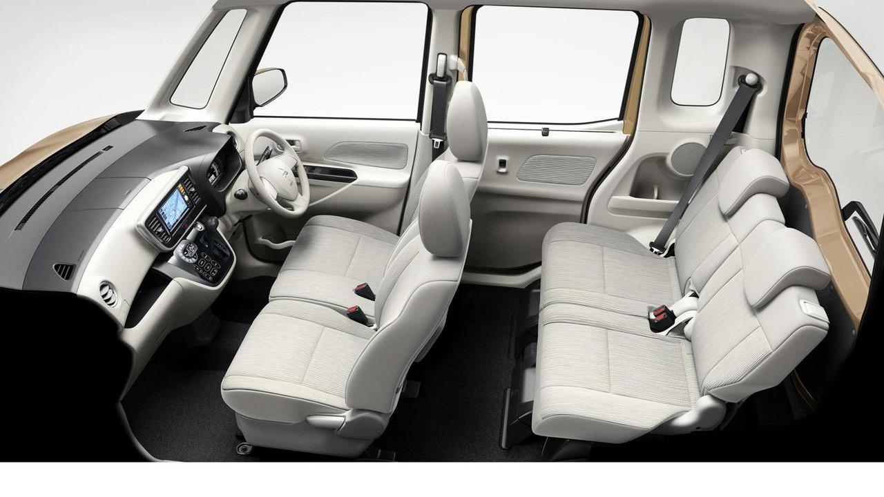 Mitsubishi eK Space 03.10.2013