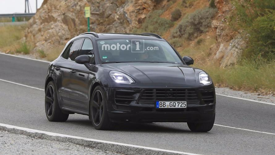 2018 Porsche Macan facelift spy photos