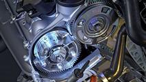 S Class V8 petrol: Shifting camshafts