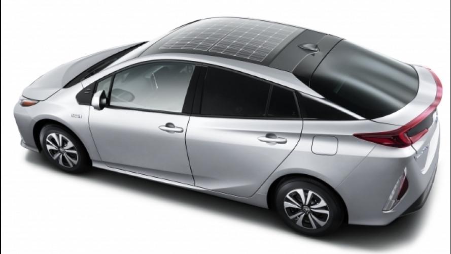 Toyota Prius Plug-in Hybrid, la prima coi pannelli solari