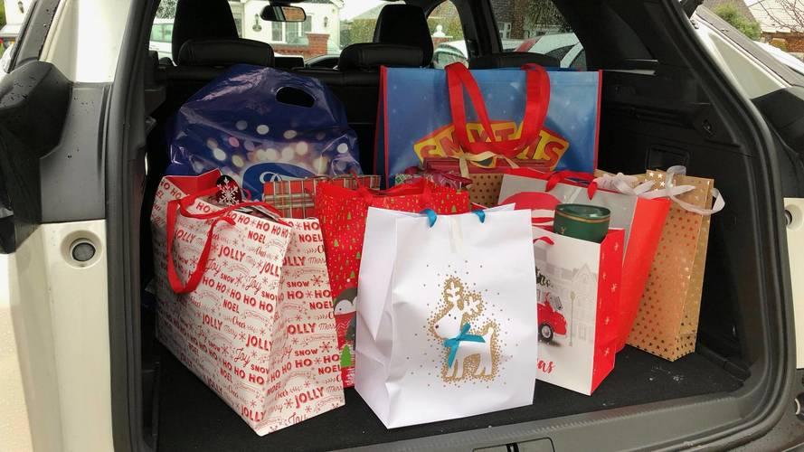 Peugeot 3008 SUV Christmas Shopping
