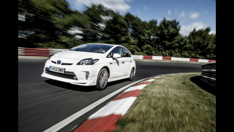 Toyota Prius Plug-in, consumi record al Nurburgring