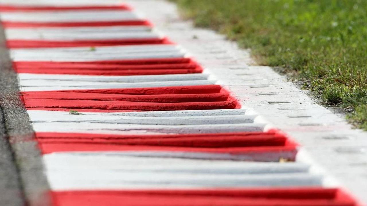 Monza track atmosphere, curbe - Formula 1 World Championship, Rd 14, Italian Grand Prix, Thursday, 09.09.2010 Monza, Italy