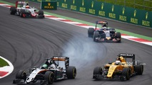 Nico Hulkenberg, Sahara Force India F1 VJM09 and Kevin Magnussen, Renault Sport F1 Team RS16